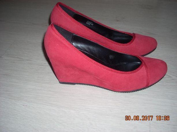 Продам женские туфли р.37,5