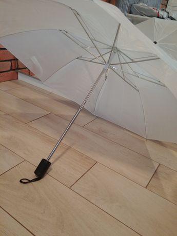 Biały parasol ślub wesele