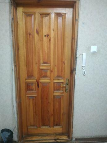 Срочно продам деревянную входную дверь!!!