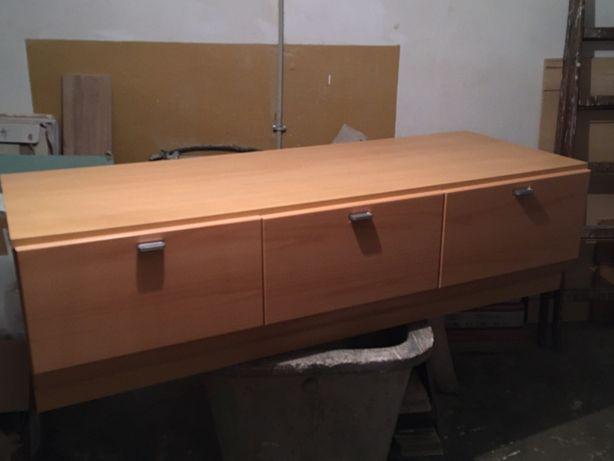 Komoda pod telewizor z 3 szufladami.