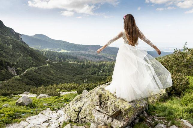 Suknia ślubna z kryształami Svarowskiego i włoską koronką