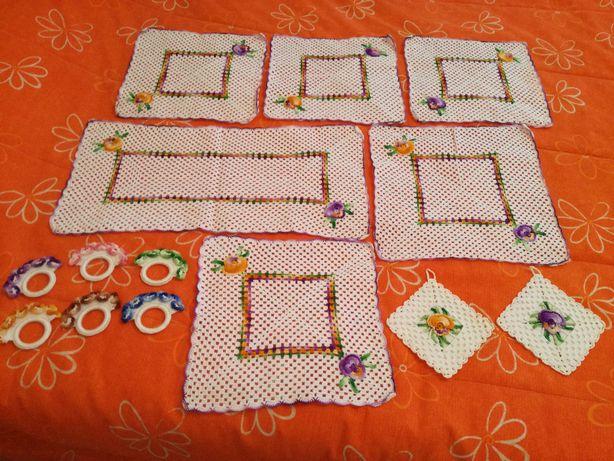 6 Naperons de Cozinha em crochet+2 Pegas+6 Argolas de Guardanapo