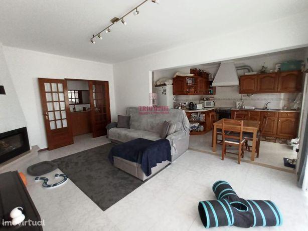 Apartamento T2, renovado em Alcobaça