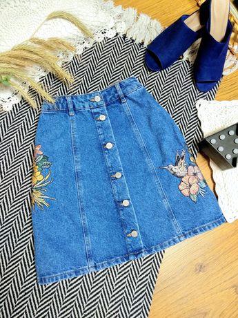 Джинсовая юбка трапеция с вышивкой