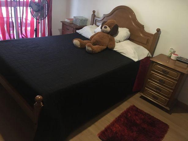 Mobília de quarto de casal (madeira pinho mel)