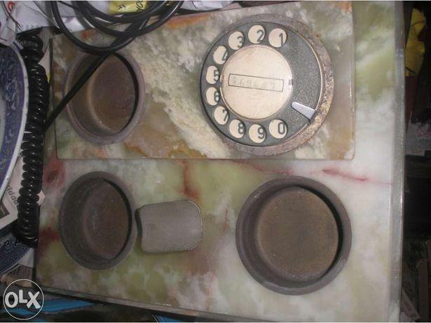 Telefone de pedra antigo