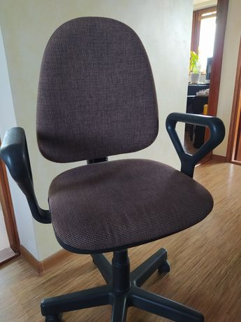 Fotel biurowy obrotowy.