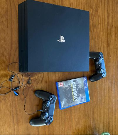 PS4 pro 1TB + 2 comandos +jogo + fones e microfone
