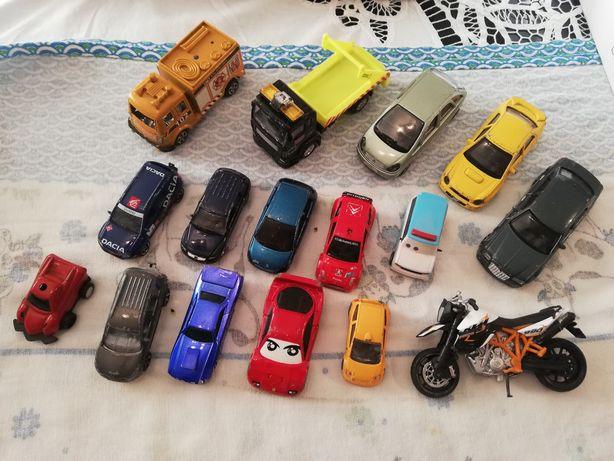 Vários tipos de brinquedos
