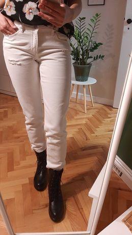Białe spodnie dżinsowe mum jeans boyfriend
