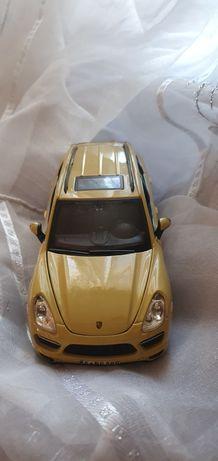 Машинка  Porsche- cayenne turbo 2010 .