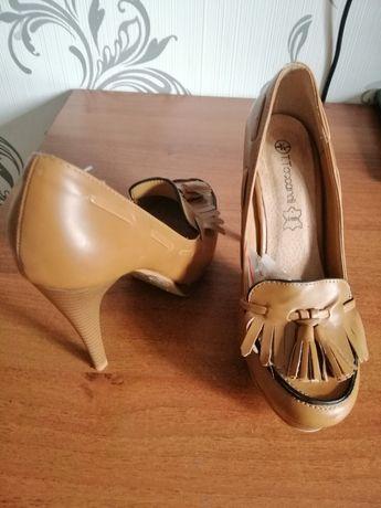 туфли с китицами Tacchini 38 с открытым носом от Mango 40 р