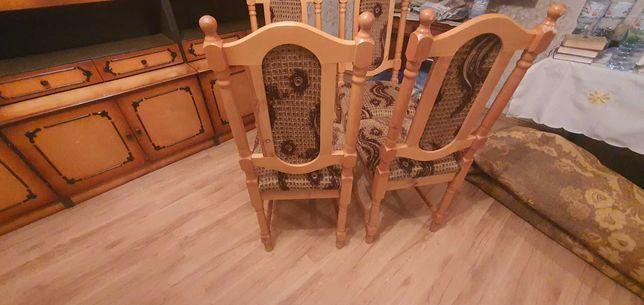 4 Krzesła w bardzo dobrym stanie