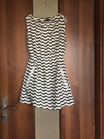 Piekna, letnia sukienka z zameczkami, rozmiar s
