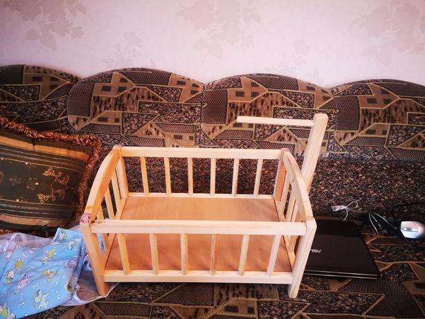 Іграшкове ліжечко для ляльки