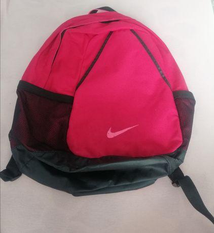 Różowy plecak szkolny Nike dla dziewczynki