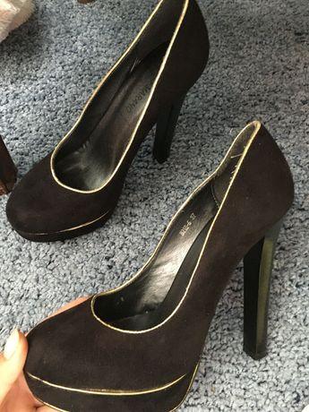 Туфлі замшовые на каблуке