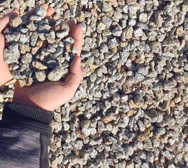 Granit szaro złoty kamień grys