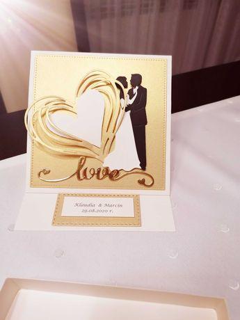 Złota karta w pudełku ręcznie robiona urodziny, ślub
