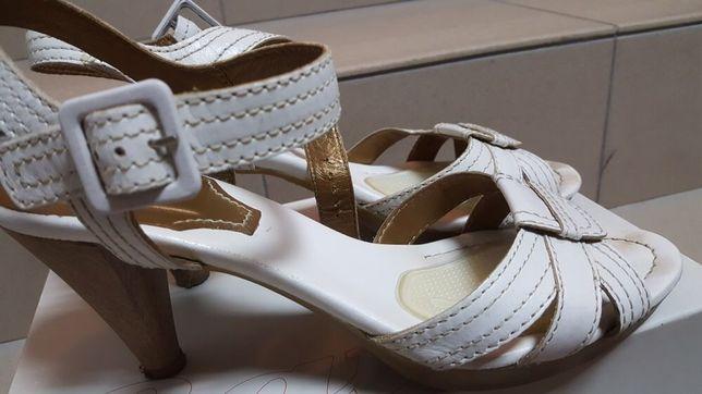 Bata Ryłko białe sandały szpilki koturny skórzane 42 28 cm
