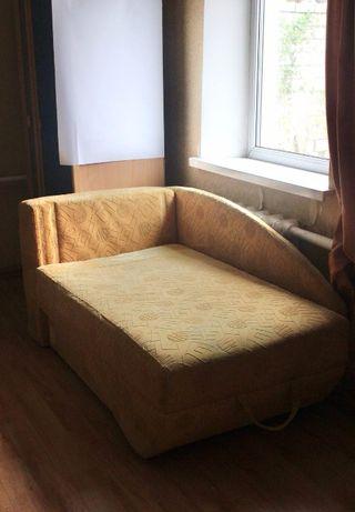 Продам терміново дитячий диван б/в