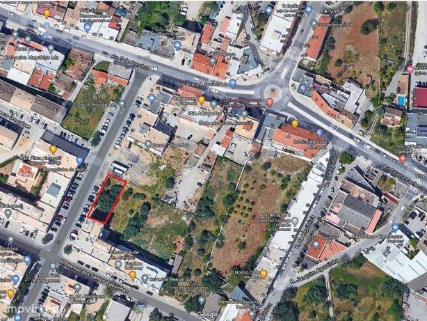 Lote para construção no centro de Almancil