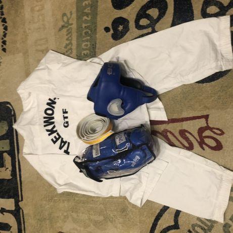 Кимоно для тхэквондо, дзюдо, карате +шлем+перчатки