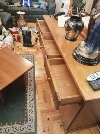 Móveis de sala em madeira.