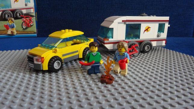 Lego City-samochód z przyczepą kempingową CAR AND CARAVAN 4435