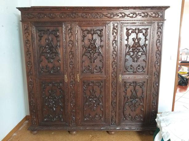 Roupeiro antigo madeira maciça