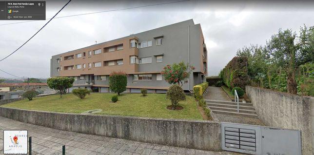 Apartamento T2 Araújo C/Garagem Ind.