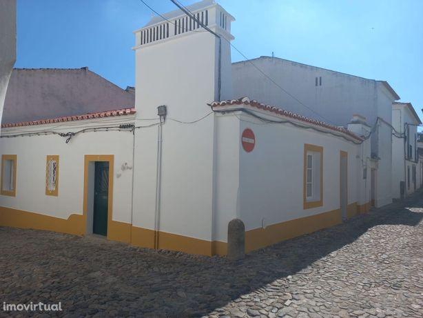 Moradia Unifamiliar T2 com Pátio Centro Histórico Évora NOVO