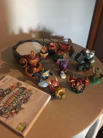 Jogo Skylanders Giants para a Wii com 6 figuras e acessórios