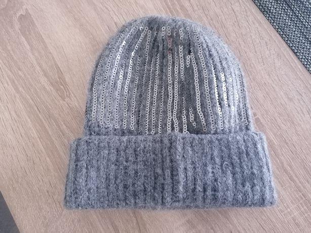 Połyskującą czapka Mohito