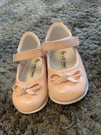 Туфельки на девочку 19размер