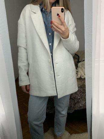 Базовое молочное пальто оверсайз