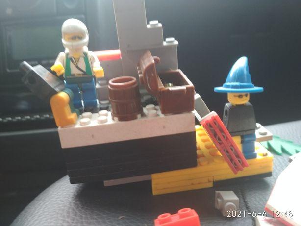 Лего игрушки остатки