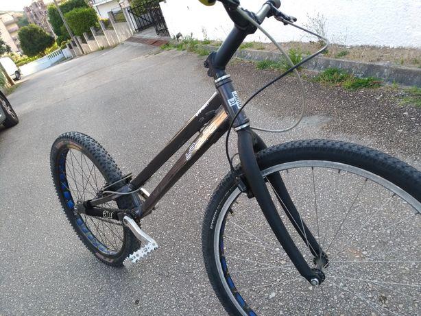 Yaabaa stinger bike trial