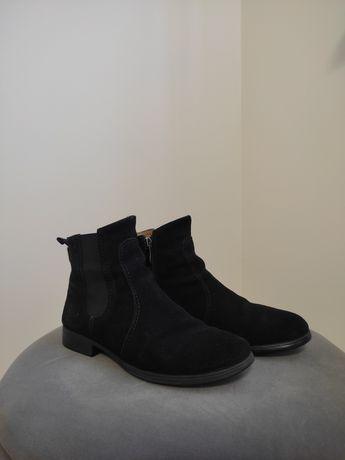 Замшеві черевички в гарному стані!