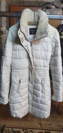 Biała przedłużona kurtka