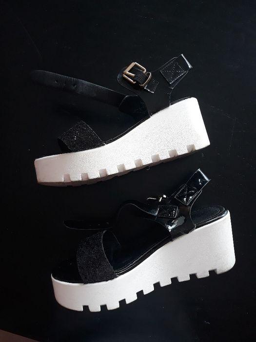 Sandálias pretas e brancas Valpaços E Sanfins - imagem 1