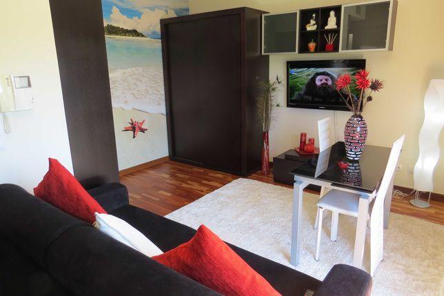 T0 mobilado em condomínio fechado com piscina(arrendável até 06/ 2022)