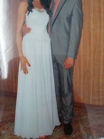 Suknia ślubna / sukienka na poprawiny / zwiewna tiulowa piękna koronka