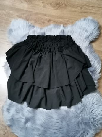 Czarna warstwowa spódniczka z falbankami