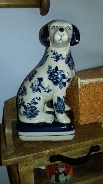 Pies w kwiaty ceramiczny