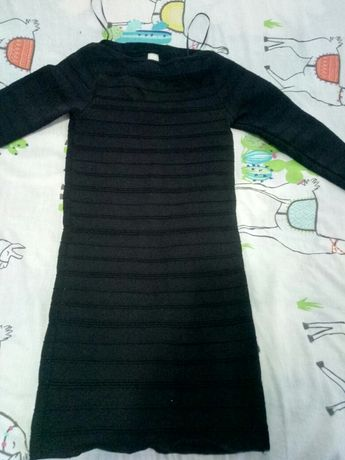Плотненькое платье,S,на рост 146/152.