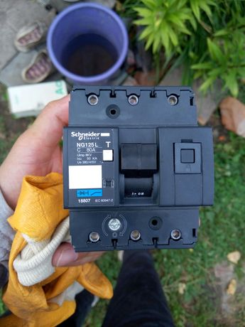 трехполюсный автоматический выключатель SCHNEIDER NG125L D 80A 3P