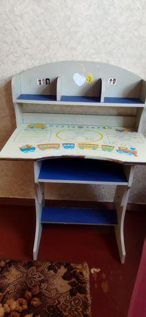 Стол детский высота регулируется.