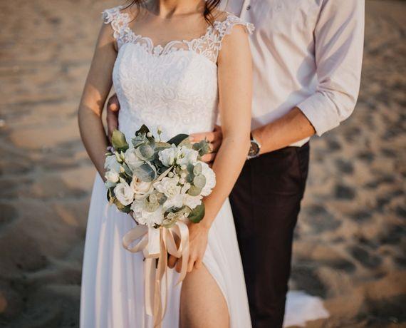 Biała suknia z ternem i rozcięciem, koronkowy gorset rozmiar 34/36