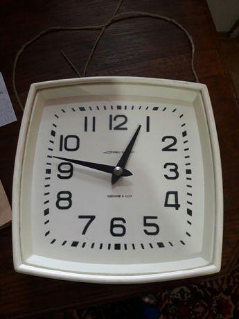 Часы электрические новые